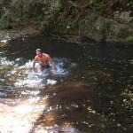 Олег Жарков купается в Еломовском ключе. 1 октября 2011 года. Фото: Александр Журавлев