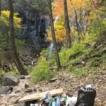 Куча мусора у водопада «Звезда Приморья»